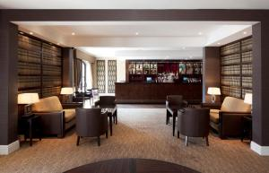 The lounge or bar area at Holiday Inn Birmingham Bromsgrove