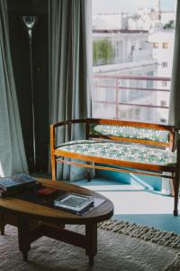 A seating area at HOTEL AMOUR NICE