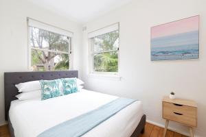 A bed or beds in a room at Live like a local, steps from Bondi Beach