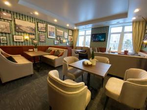 The lounge or bar area at Nikolaevsky Hotel