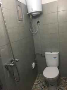 A bathroom at Earth House