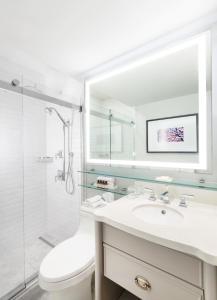 A bathroom at Fairmont Le Chateau Montebello