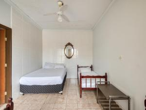 A bed or beds in a room at Pousada Estrela