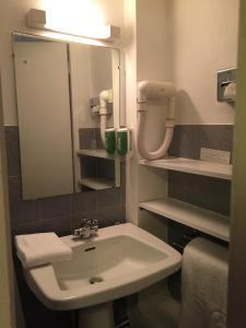 Salle de bains dans l'établissement Grand Hotel de L'Univers