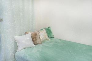 Кровать или кровати в номере Calibri House