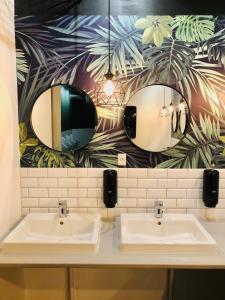 A bathroom at Urban Camper Hostel