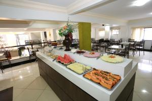 A restaurant or other place to eat at Havana Palace Hotel