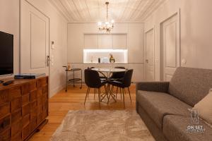 A seating area at ON/SET Alfama - Lisbon Cinema Apartments