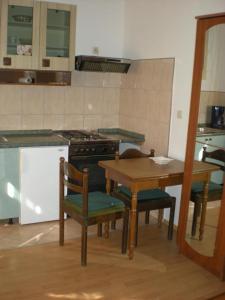 Kuchyňa alebo kuchynka v ubytovaní Apartments and rooms with parking space Lastovo - 13678