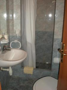 Kúpeľňa v ubytovaní Apartments and rooms with parking space Lastovo - 13678