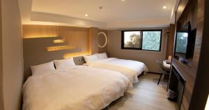 A bed or beds in a room at Alishan Shermuh Tourist Hotel