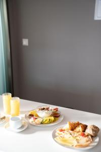 Breakfast options available to guests at CHROMA FASHION ROOMS & APARTMENTS