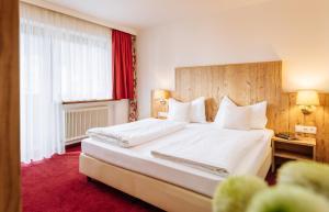 Ein Bett oder Betten in einem Zimmer der Unterkunft Hotel Kögele