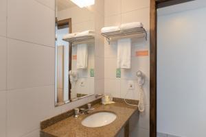 A bathroom at Saint Emilion Hotel