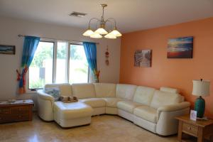A seating area at Opal Villa