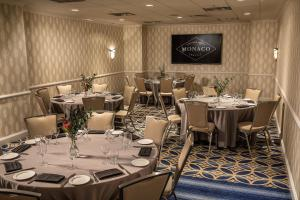 A restaurant or other place to eat at Kimpton Hotel Monaco Seattle