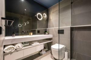 A bathroom at Executive Bachelor Design in Heritage Building super near the Crown Casino