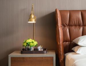A seating area at Kimpton Nine Zero Hotel