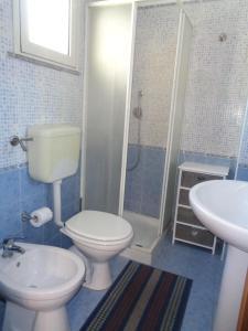 A bathroom at B&B Don Diego