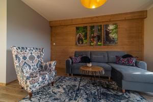 "A seating area at 28e Cyrhla Apartamenty widokowe ""u Homera"""