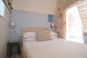 A bed or beds in a room at Trullidea
