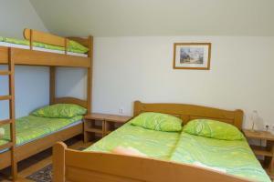Un pat suprapus sau paturi suprapuse la Apartments Pri Marjetki