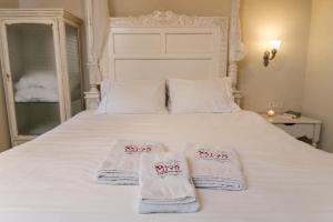 מיטה או מיטות בחדר ב-Eden's Boutique