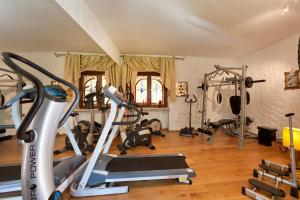 The fitness center and/or fitness facilities at Villa Castello Rausch