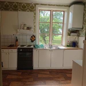 A kitchen or kitchenette at Gerum Vandrarhem