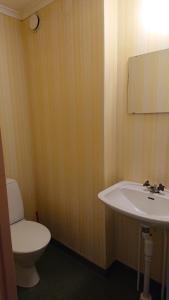 A bathroom at Gerum Vandrarhem