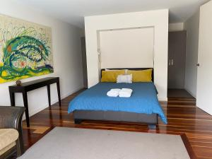 A bed or beds in a room at Tarakan Escape Sorrento