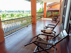 A balcony or terrace at Myanmar Beauty Hotel 2