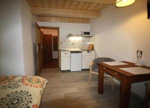 Kuchyň nebo kuchyňský kout v ubytování Apartmány u Knajflů