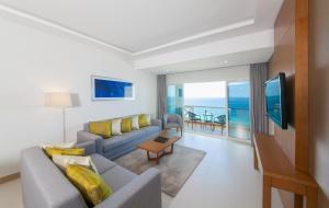 A seating area at Ramada by Wyndham Beach Hotel Ajman