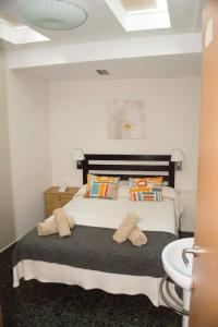 A bed or beds in a room at Hostal Alogar