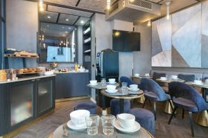 A restaurant or other place to eat at Hotel OHM by Happyculture