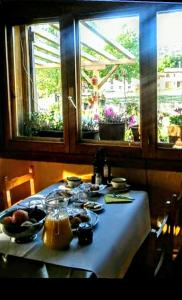 Un restaurante o sitio para comer en Hotel Villaneila