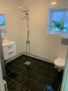 Ett badrum på Fredriksbergs vandrarhem