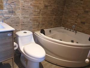 A bathroom at Pardo & Shackleton