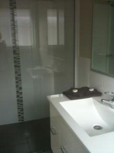 A bathroom at Denman Serviced Apartments