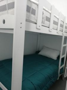 A bunk bed or bunk beds in a room at Departamento de playa - Condominio OCEAN REEF - SAN BARTOLO