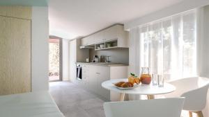 A kitchen or kitchenette at Résidence Mobydick