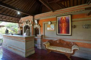 The lobby or reception area at OYO 2122 Puri Sanur