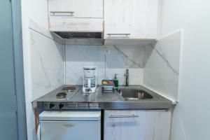 A kitchen or kitchenette at City Center Studios