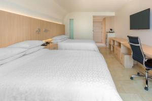 A bed or beds in a room at Four Points by Sheraton Barranquilla
