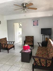A seating area at Clarice Apartments