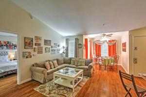A seating area at Pet-Friendly Kissimmee Apartment with Pool Access!
