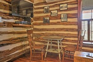 A restaurant or other place to eat at 'Gruene Cabin' - Pet Friendly New Braunfels Studio