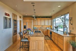 A kitchen or kitchenette at Spacious Casa dAmore Granite Bay Lake House!