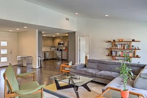 A seating area at Modern Family-Friendly Dallas House Near Downtown!